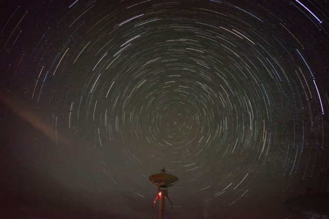 星轨-中国国家天文台内蒙古明安图观测站 Star Trail – China National Observatory Inner Mongolia Ming An Tu observation station