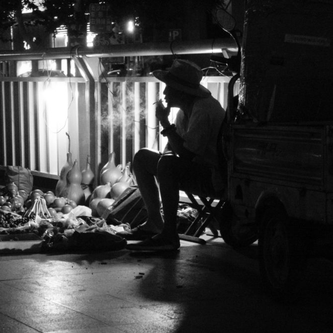 卖葫芦的老人 – Smoking Man